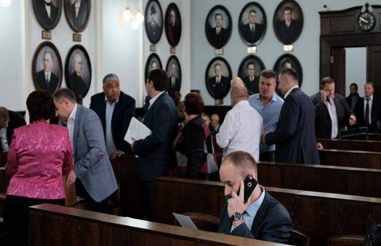 У Чернівцях депутати міськради зірвали сесію