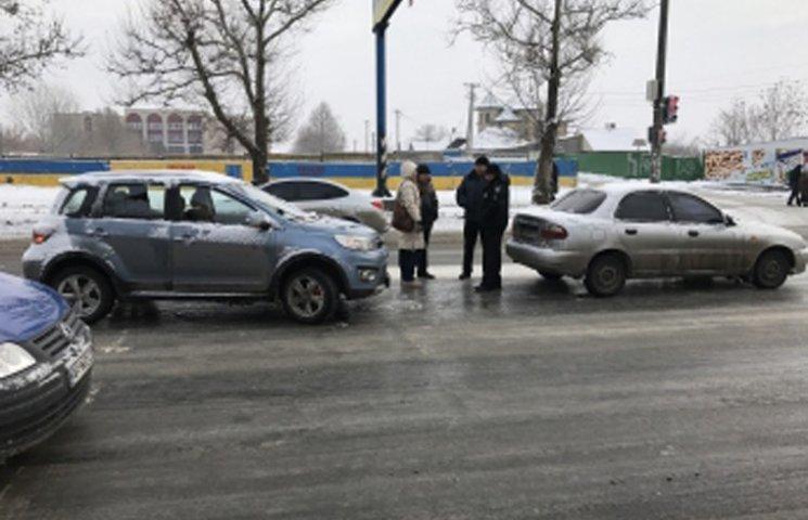 У центрі Мелітополя таксі потрапило в ДТП