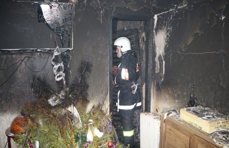 В Одесі з палаючого будинку врятували трьох людей (ВІДЕО)