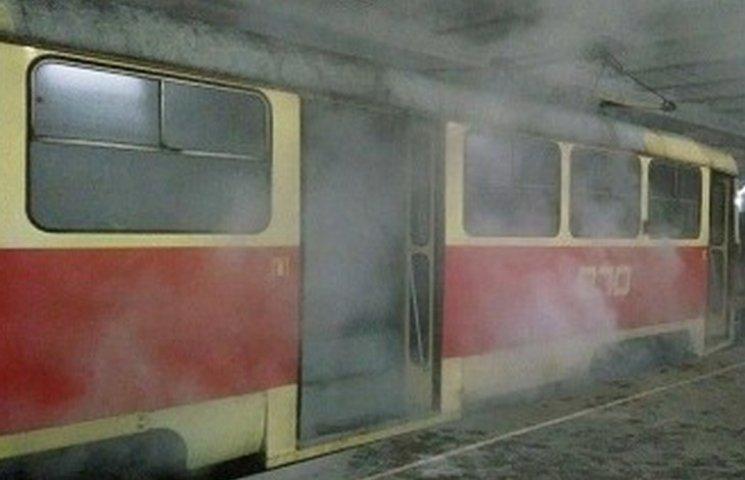 У Кривому Розі на станції швидкісного трамваю задимівся вагон