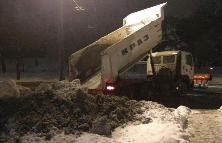 У Дніпрі комунальники засипали снігом ресторан екс-заступника мера