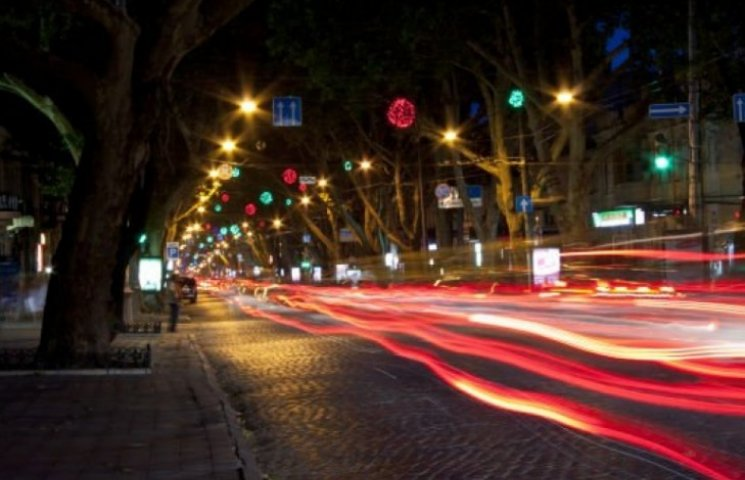 Містяни зняли вражаюче відео про нічну Одесу із салону BMW (ВІДЕО)