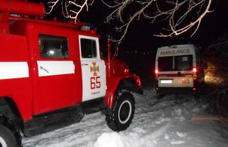 На Дніпропетровщині швидка застрягла в сніговому заметі