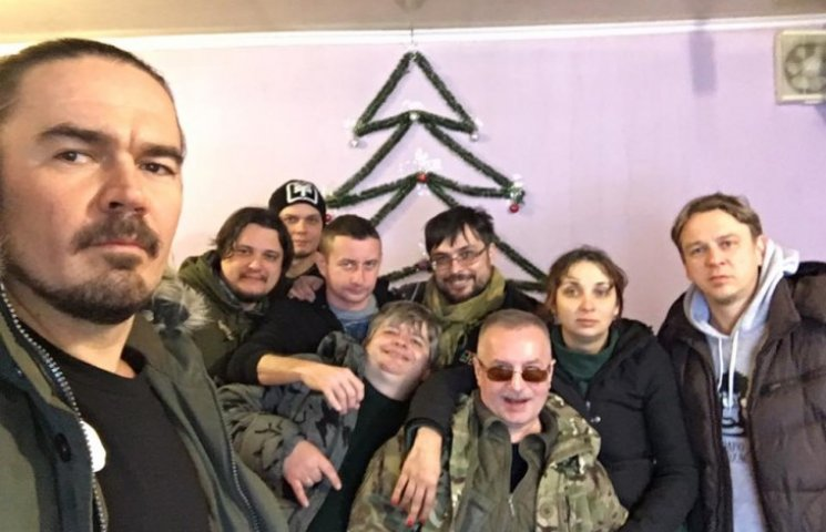 """Як """"Фагот"""" та """"Фоззі"""" з ТНМК гастролюють зоною АТО"""