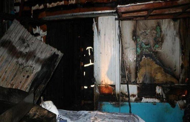 В Одесі на одному з ринків згоріло два павільйони