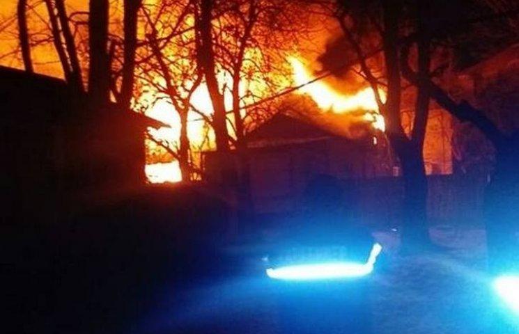 В одному з районів Одеси палав приватний будинок (ВІДЕО)