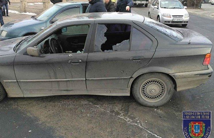 В Одесі поліцейські зі стріляниною затримали злочинця, який втік з зали суду у Києві