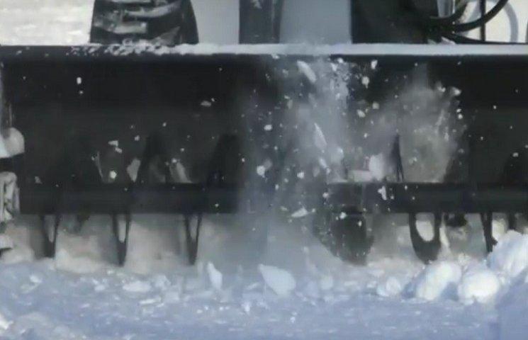 На Дніпропетровщині мер міста вважає прибирання вулиць від снігу абстракцією
