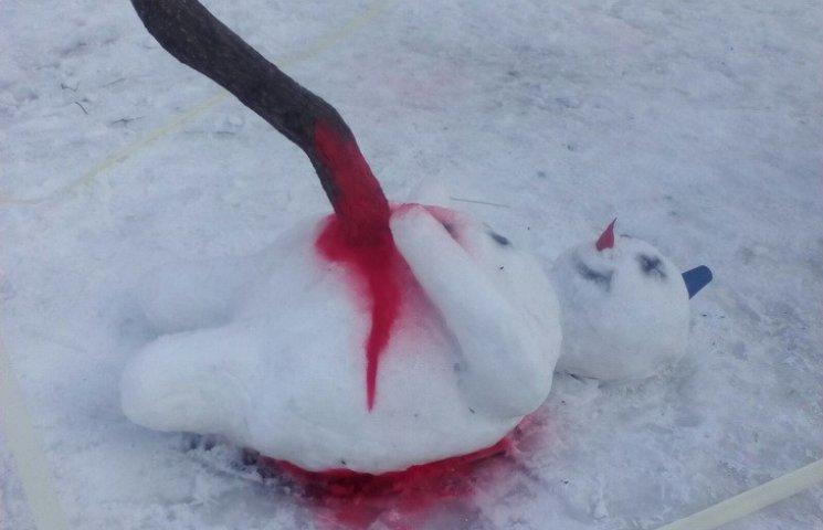 У Дніпрі активно обговорюють закривавлених сніговиків