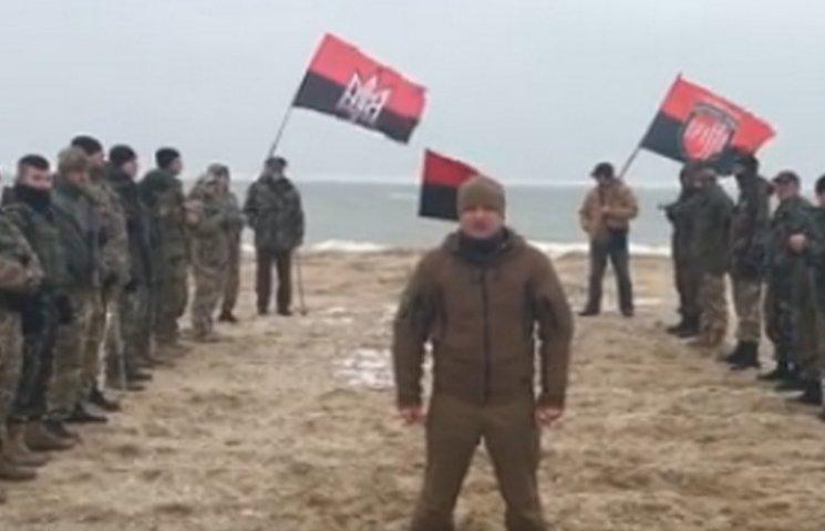 Бійці Яроша підтримали флешмоб на березі Азовського моря