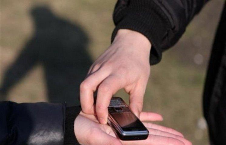 Поліцейські Мукачева затримали двох хлопців, які ошукали пенсіонера