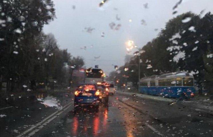 Вихідними у Дніпрі обіцяють невелике потепління та сніг