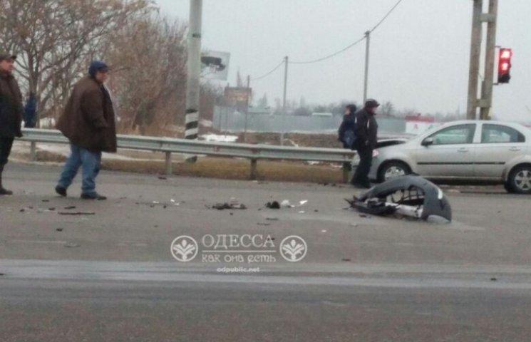 """В Одесі біля """"7 кілометру"""" сталося потрійне ДТП (ФОТО)"""