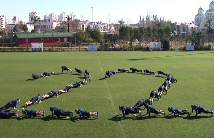 """Футболісти """"Дніпра"""" приєдналися до флешмобу на підтримку бійців АТО"""
