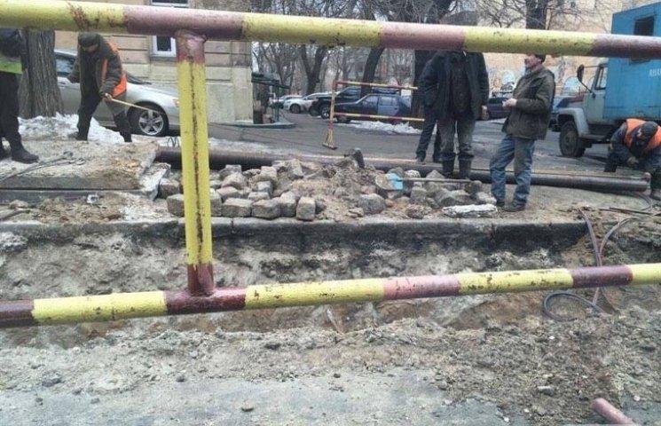 В центрі Одеси прорвало теплотрасу. Декілька будинків без оопалення (ФОТО)