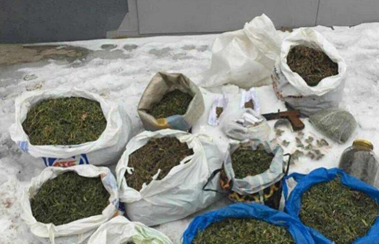У Кривому Розі поліцейські вилучили партію наркотиків на мільйон гривень