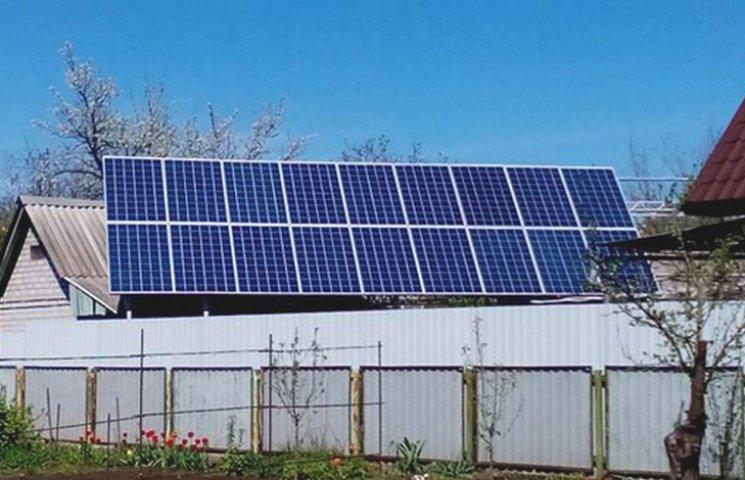 У Дніпрі ентузіасти встановлюють сонячні батареї на своїх домівках