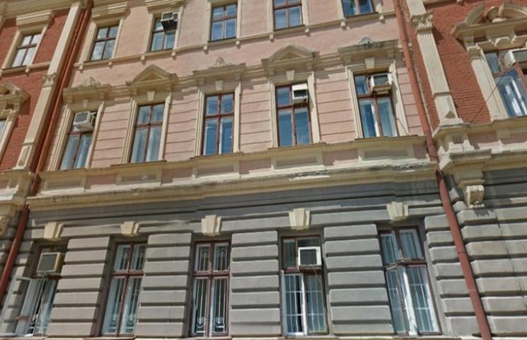 У Чернівцях поліція проводила обшуки у міській стоматологічній поліклініці