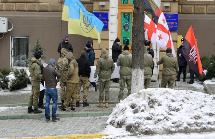 У Дніпрі під прокуратурою мітингували бійці Яроша
