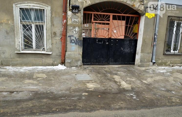 Попри відсутність опадів, центр Одеси досі скутий у кригу