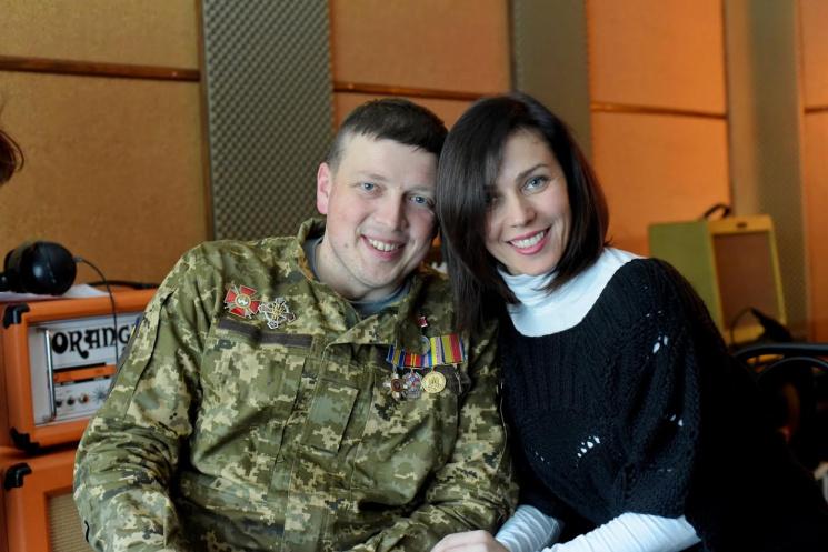 Військовий льотчик і українська співачка…