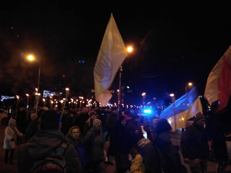 ВКиеве нашествие националистов вышли 1 000 человек