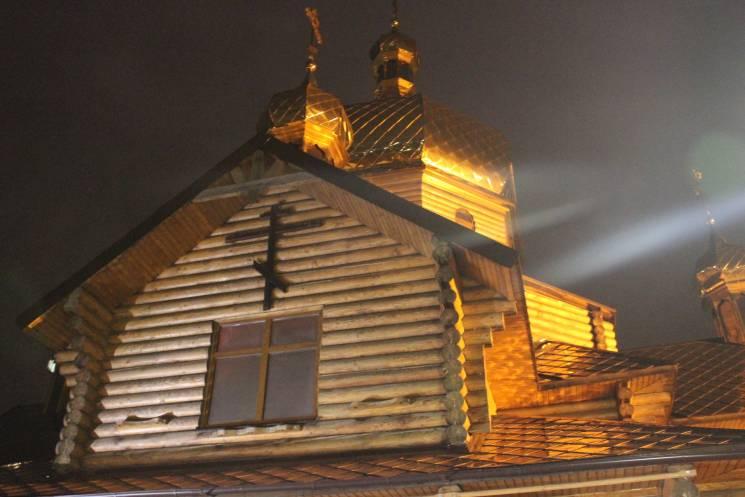 УЗапоріжжі побили двох чоловіків, які принесли ляльку дохраму Московського патріархату