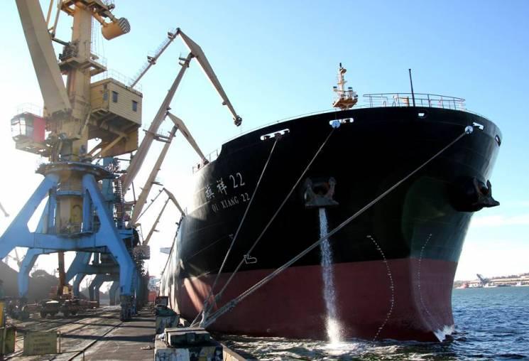 В государство Украину прибыло первое вновом году судно суглем изЮАР