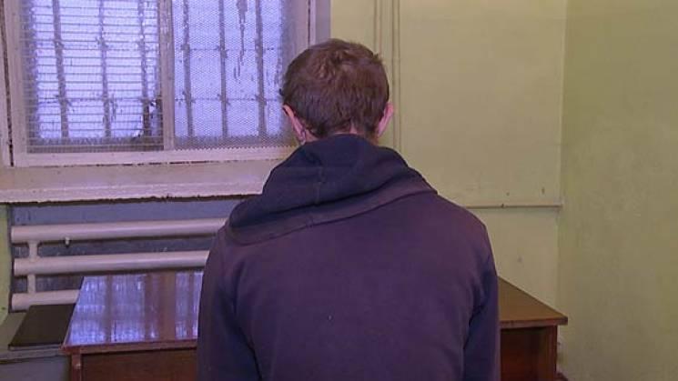У райцентрі на Вінниччині молодий рецидивіст нападав на жінок