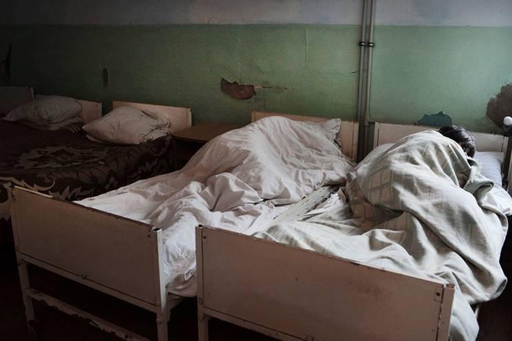 На Закарпатті у скандальній психлікарні розпочали ремонт (ВІДЕО)