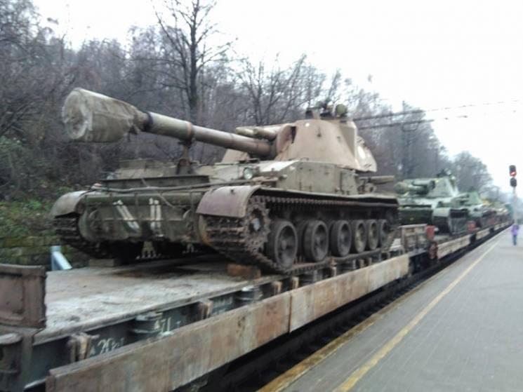 Як у центр Львова прибули танки (ФОТО, ВІДЕО)