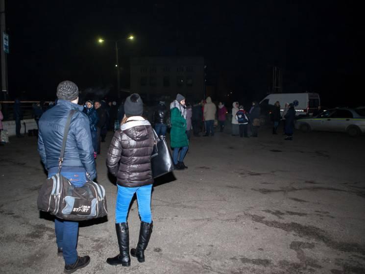 """У Дніпрі евакуювали Південний вокзал через """"вибухівку"""" у жіночому туалеті"""