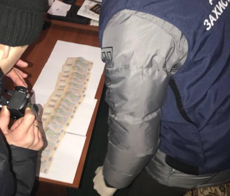 На Хмельниччині піймали сільського голову на хабарі (ФОТО)