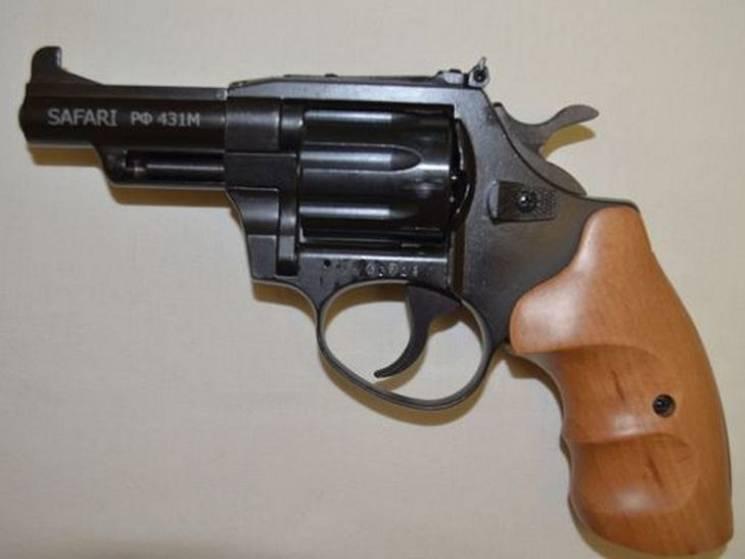 Сумські поліцейські знайшли револьвер у неповнолітнього