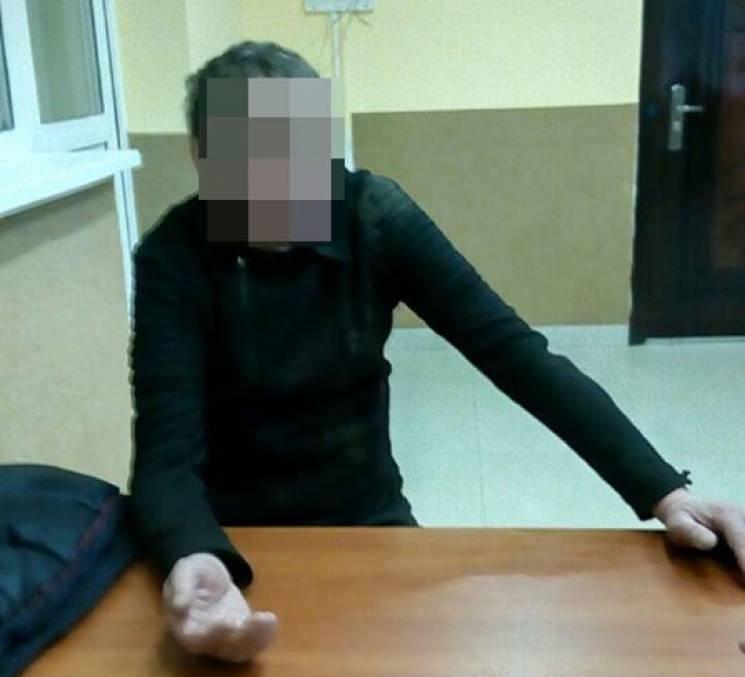 У Хмельницькому чолов'яга погрожував продавчині розправою (ФОТО)