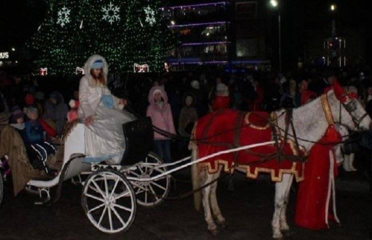 У Кам'янському новорічна ялинка стоятиме і після свят