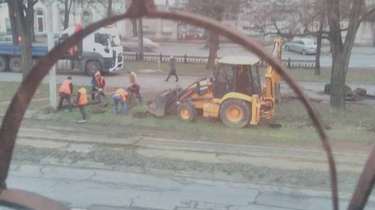 У центрі Дніпрі демонтують огорожу алеї