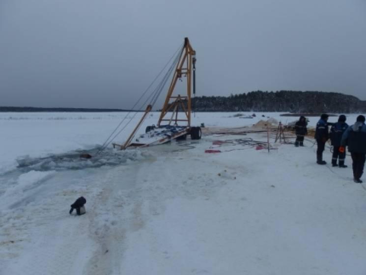 На России трактор затонул во время попыт…