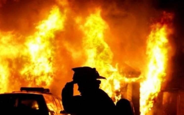 На Тернопольщине из горящего дома спасли…