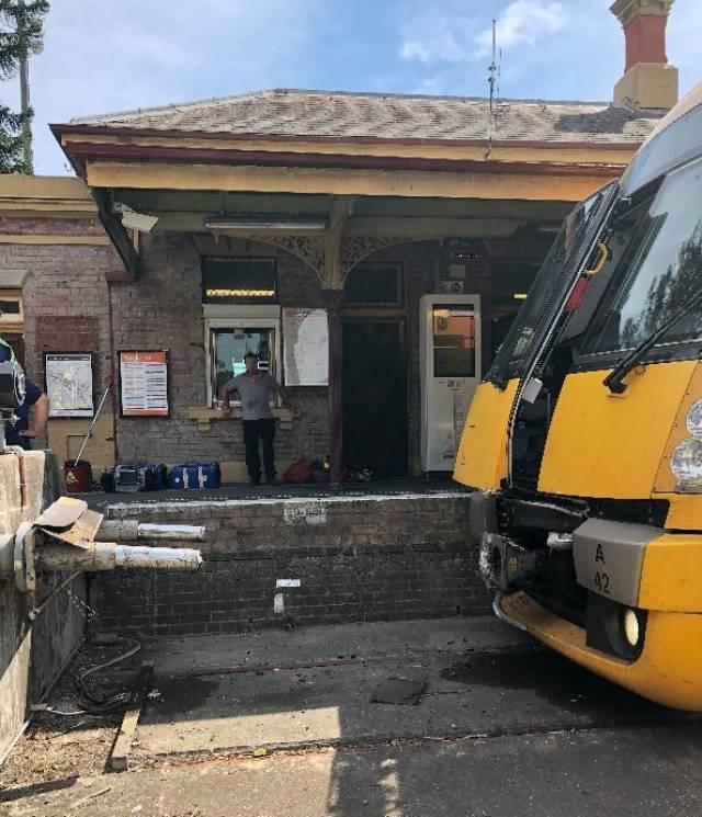 У Сіднеї поїзд влетів в огорожу: 16 поранених (ФОТО, ВІДЕО)