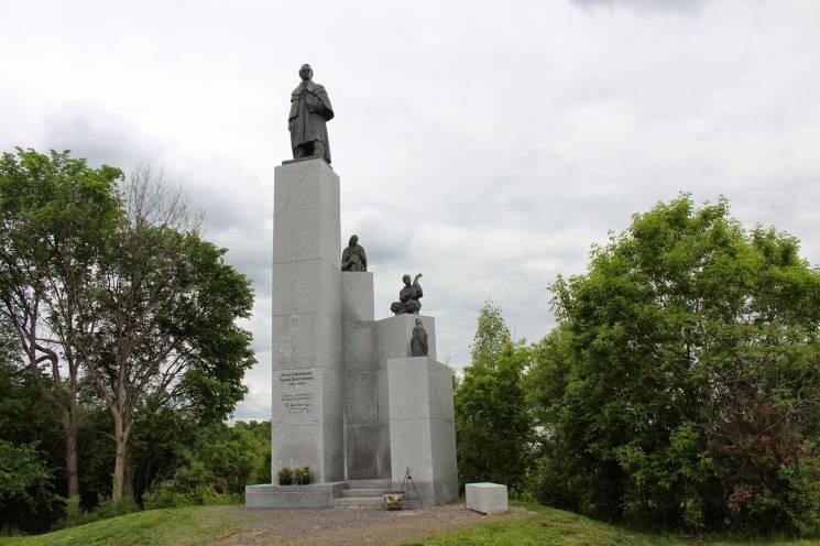 Наші в світі: ТОП-15 цікавих пам'ятників Шевченку за кордоном