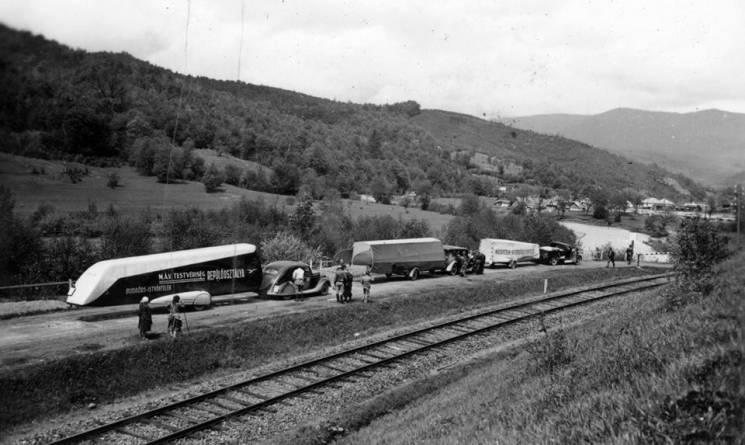 Як 80 років тому закарпатськими дорогами курсували літальні апарати (ФОТО)