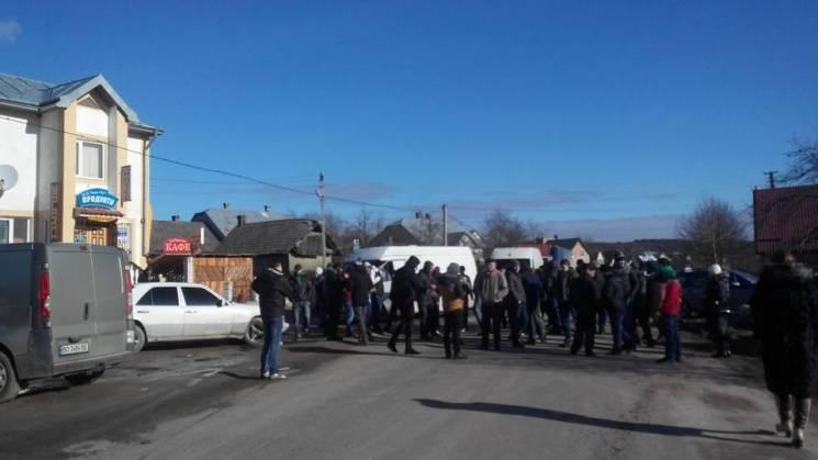 На Тернопольщине люди перекрыли междунар…