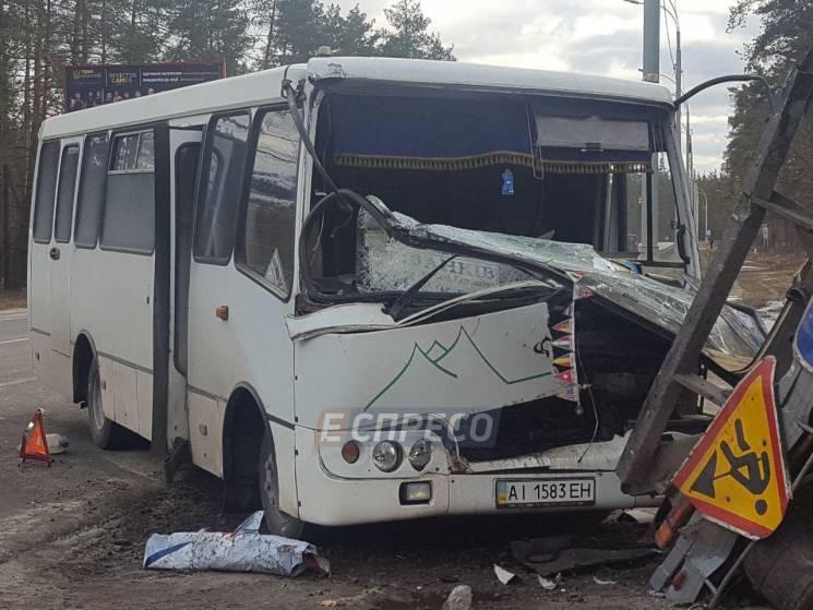 ВКиеве маршрутка врезалась в грузовой автомобиль: 5 пострадавших
