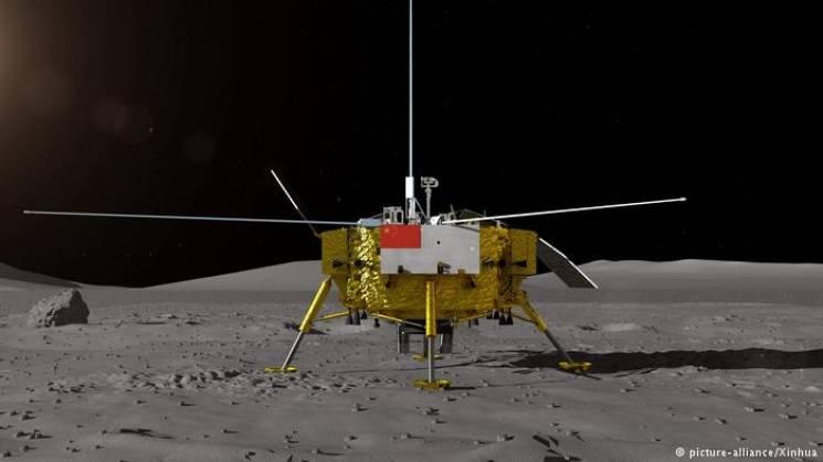 Уперше в історії людства зонд приземлився на темний бік Місяця (ФОТО)