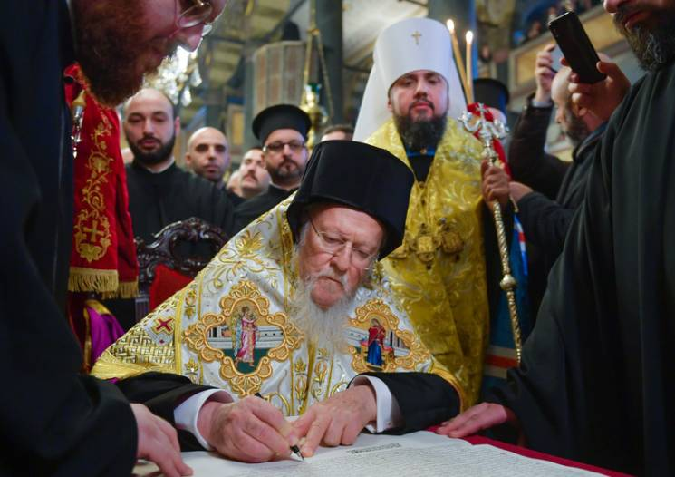 Церква і Порошенко: Чому Томос - це не тільки політика