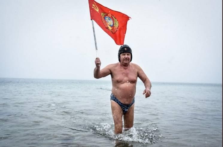Як на Різдво в окупованому Криму моржі-комуністи підводний парад влаштували (ФОТО)