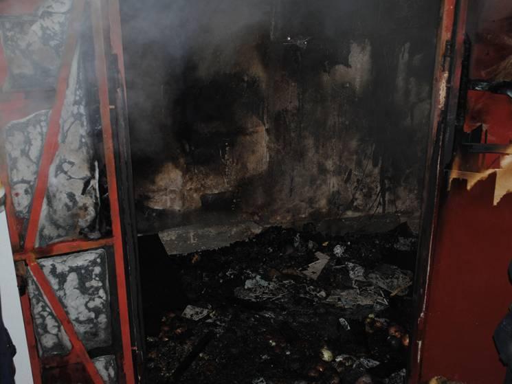 У Миколаєві спалахнула десятиповерхівка: Мешканців евакуювали (ФОТО)