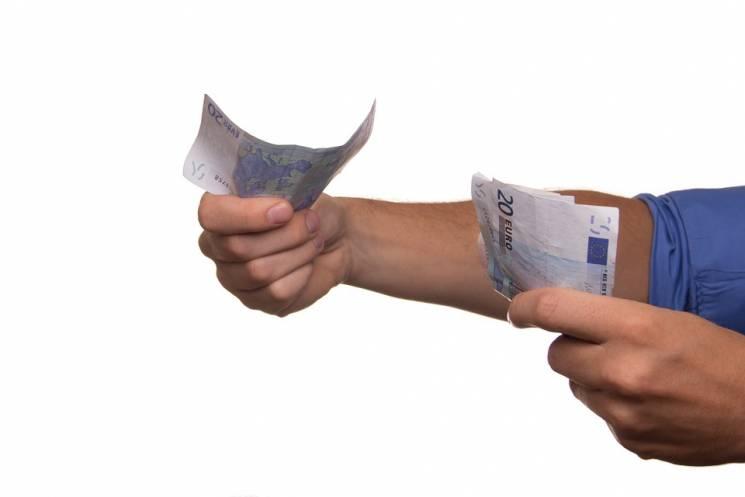 На Росії вступає в силу новий закон щодо кредитів
