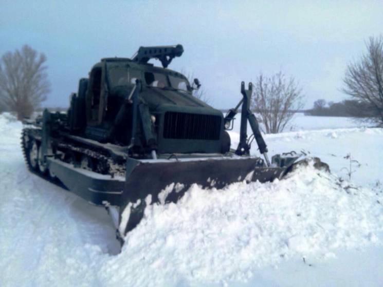 На Дніпропетровщині прибирали дороги важкою інженерною технікою (ФОТО)